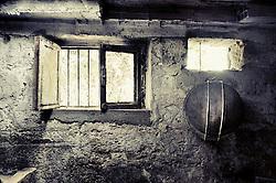 Particolare della finestra e il crivello