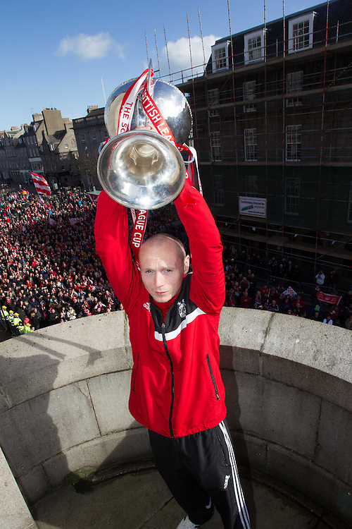 ABERDEEN FC OPEN TOP BUS PARADE THROUGH THE CITY TO CELEBRATE THE CLUBS LEAGUE CUP WIN. WILLO FLOOD<br /> PIC DEREK IRONSIDE / NEWSLINE MEDIA