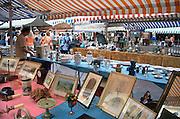 Frankrijk, Nice, 3-9-2006Een rommelmarkt, brocante, in het centrum van deze aan de middelandse zee stad in Zuid-Frankrijk.Foto: Flip Franssen/Hollandse Hoogte