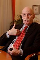 15 JAN 2003, BERLIN/GERMANY:<br /> Peter Struck, SPD, Bundesverteidigungsminister, mit Pfeife, waehrend einem Interview, in seinem Buero, Bundesministerium der Verteidigung<br /> Peter Struck, Federal Minister of Defense, during an interview, in his office<br /> IMAGE: 20030115-04-026