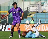 Fotball<br /> Serie A Italia<br /> Foto: Graffiti/Digitalsport<br /> NORWAY ONLY<br /> <br /> Roma 16/10/2005 <br /> <br /> Lazio v Fiorentina 1-0<br /> <br /> Luca Toni Fiorentina Ousmane Dabo Lazio