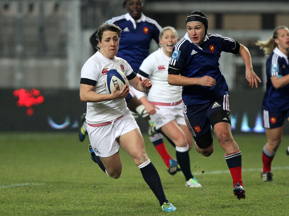 Katy McLean in action. France Women v England Women in the Six Nations 2014 at Stade des Alpes, Grenoble, France on Saturday 1st February 2014, kick off 2055