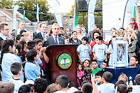 Mayor Rom Emanuel dedicates a soccer field in Chicago with members of the Manchester United Futbal team.