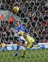 Photo: Lee Earle.<br /> Southampton v Ipswich Town. Coca Cola Championship. 21/01/2006. Saint's keeper Paul Smith watches Alan Lee's strike go in the goal.