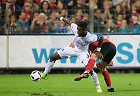 v.l. Johan Djourou (HSV), Florian Niederlechner (Freiburg)<br /> Freiburg, 20.09.2016, Fussball, Bundesliga, SC Freiburg - Hamburger SV<br /> Norway only