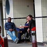 NLD/Amsterdam/20110325 - Ex voetballer Bryan Roy drinkt een koffie met 2 dames met speciale belangstelling voor de rechter