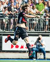 UTRECHT -  Mirco Pruyser (A'dam) heeft gescoord,   tijdens   de finale van de play-offs om de landtitel tussen de heren van Kampong en Amsterdam (3-1). Kampong kampong kampioen van Nederland. COPYRIGHT  KOEN SUYK