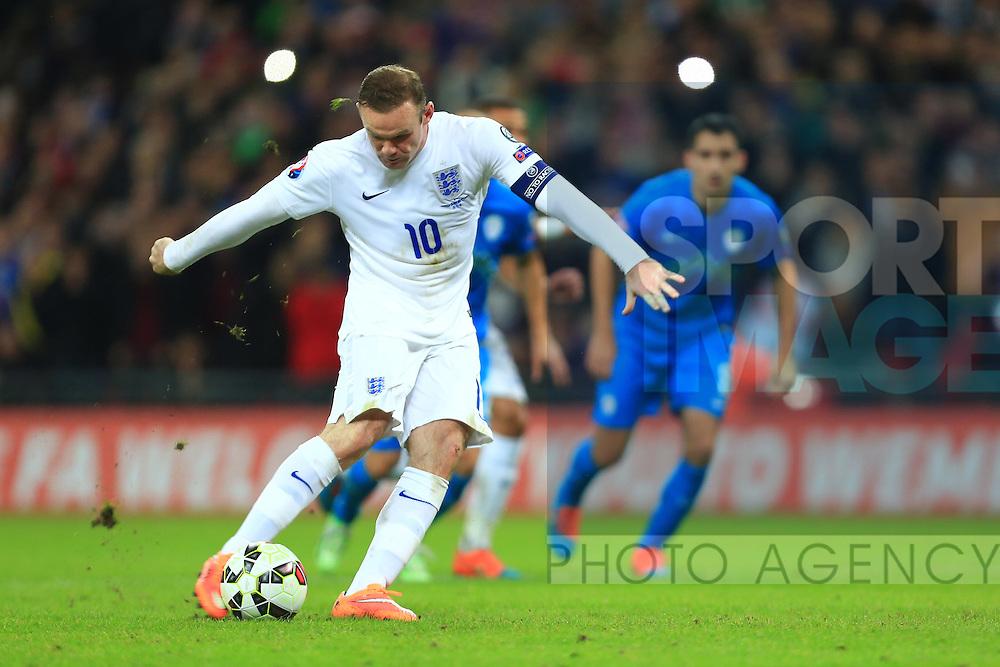 Wayne Rooney of England scores from the penalty spot - England vs. Slovenia - UEFA Euro 2016 Qualifying - Wembley Stadium - London - 15/11/2014 Pic Philip Oldham/Sportimage