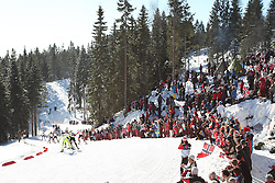 05/03/2011 OSLO 2011 - FIS NORDIC WORLD SKI CHAMPIONSHIPS .Fans and skiers at Holmenkollen during the 30 km ladies cross country free style on.© Photo Pierre Teyssot / Sportida.com.