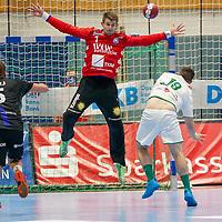 15.10.2020, Klingenhalle, Solingen,  GER, 1. HBL. Herren, Bergischer HC vs. HSG Wetzlar, <br /><br />im Bild / picture shows: <br />Christopher Rudeck Torwart (BHC #1),  haelt gegen Lars Weissgerber (HSG Wetzlar #19),  einen 7 Meter<br /><br /><br />Foto © nordphoto / Meuter