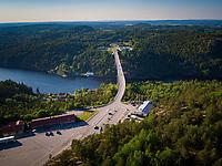 Luftfoto som viser grensen mellom Norge og Sverige ved Svinesund og Gamle Svinesund bru.