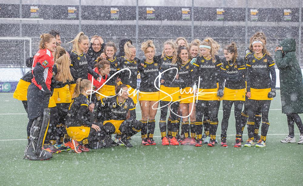 AMSTELVEEN -  vreugde bij Den Bosch in de sneeuw na  de Euro Hockey League finale dames, HC Den Bosch-Club Campo de Madrid (5-0).  COPYRIGHT KOEN SUYK