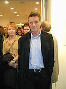 Simon Patterson and Michael Palin. Gillian Wearing private view. Serpentine. London. 15 September 2000. © Copyright Photograph by Dafydd Jones 66 Stockwell Park Rd. London SW9 0DA Tel 020 7733 0108 www.dafjones.com