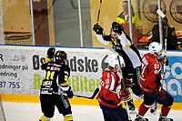 Ishockey , GET-Ligaen , Eliteserien , Sluttspill - Semifinale, 26. Mars 2013, Lørenskog Ishall<br /> Lørenskog IK - Stavanger Oilers<br /> Martin Strandfeldt - Oilers , jubler for utligning til 4-4 med Juha-Pekka Loikas (31) <br /> Lørenskogs spillere er Thomas Jordhøy  og Olav Sveine Johannesen <br /> Foto: Sjur Stølen , Digitalsport