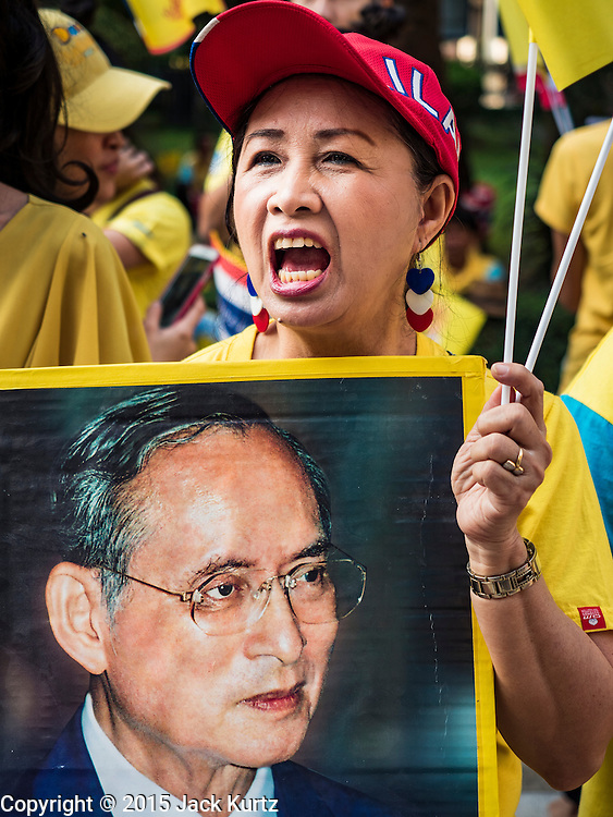 """05 DECEMBER 2015 - BANGKOK, THAILAND: A woman in the plaza at Siriraj Hospital shouts """"Long Live the King"""" on the 88th birthday of Bhumibol Adulyadej, the King of Thailand. Hundreds of people crowded into the plaza hoping to catch a glimpse of the revered Monarch. The King has lived at Siriraj Hospital off and on for more than four years.     PHOTO BY JACK KURTZ"""