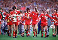 Fotball<br /> England <br /> Foto: Colorsport/Digitalsport<br /> NORWAY ONLY<br /> <br /> Alan Hansen, Ian Rush, Ronnie Whelan and Player Manager Kenny Dalglish and the rest of the team parade the FA Cup. Liverpool v Everton. The FA Cup Final, 10/5/86.