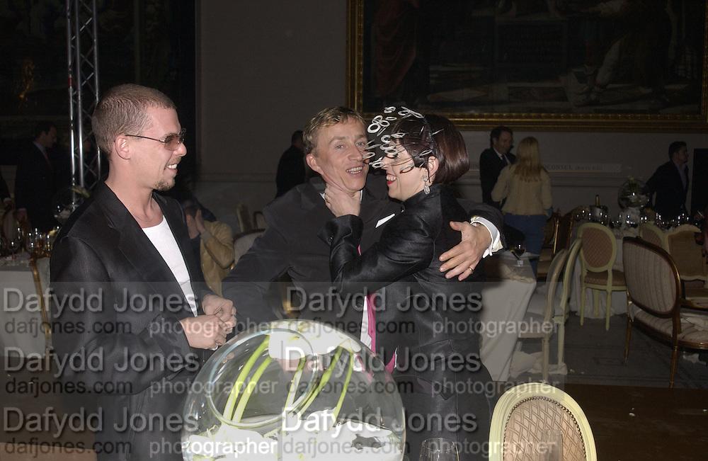 Alexander MCqueen, Jasper Conran and Isabella Blow. Moet and Chandon fashion tribute to Philip treacy. V. & a. 16 April 2002. © Copyright Photograph by Dafydd Jones 66 Stockwell Park Rd. London SW9 0DA Tel 020 7733 0108 www.dafjones.com