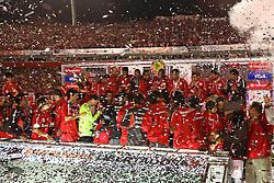 A equipe colorada comemora o bicampeonato após a partida entre as equipes do Internacional e Chivas, realizada no Estádio Beira Rio em Porto Alegre, válido pela final da Copa Libertadores da America 2010, onde o colorado sagrou-se bicampeão. FOTO: Jefferson Bernardes / Preview.com