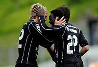 Fotball<br /> 19. Juli 2008<br /> Adeccoligaen<br /> Løv-Ham - Sogndal 0 - 1<br /> Lennox Kanu, Sogndal blir gratulert av Per Egil Flo etter scoring<br /> Foto: Astrid M. Nordhaug