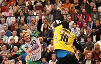 BILDET INNGÅR IKEK I FASTAVTALER. ALL NEDLASTING BLIR FAKTURERT.<br /> <br /> Håndball<br /> Tyskland<br /> Foto: imago/Digitalsport<br /> NORWAY ONLY<br /> <br /> 19.09.2015, Balingen, DKB Handball Bundesliga Saison 2015 / 2016 HBW Balingen - Weilstetten vs. FRISCH AUF! Göppingen: v.l. Thomas Kristensen (FAG), Matej Asanin (HBW)