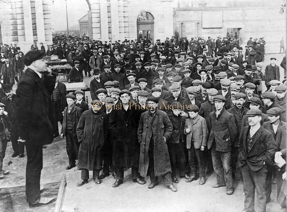 The English elections--an open air reciting at the Portsmouth docks]. photographic print.  [1911 or 1912]
