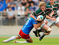 Photo: Henry Browne.<br /> Stade Francais v Leicester Tigers. Heineken Cup.<br /> 29/10/2005.<br /> Ollie Smith of Tigers is pulled down by Stade's Alain Penaud.