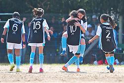 Lance da partida entre as equipes da Escola Conveniada Futebol Feminino (preto) e Clube Marista de Futebol (vermelho), válida pela Copa Coca-Cola, no campo do Periquito, em Porto Alegre. FOTO: Jefferson Bernardes/Preview.com