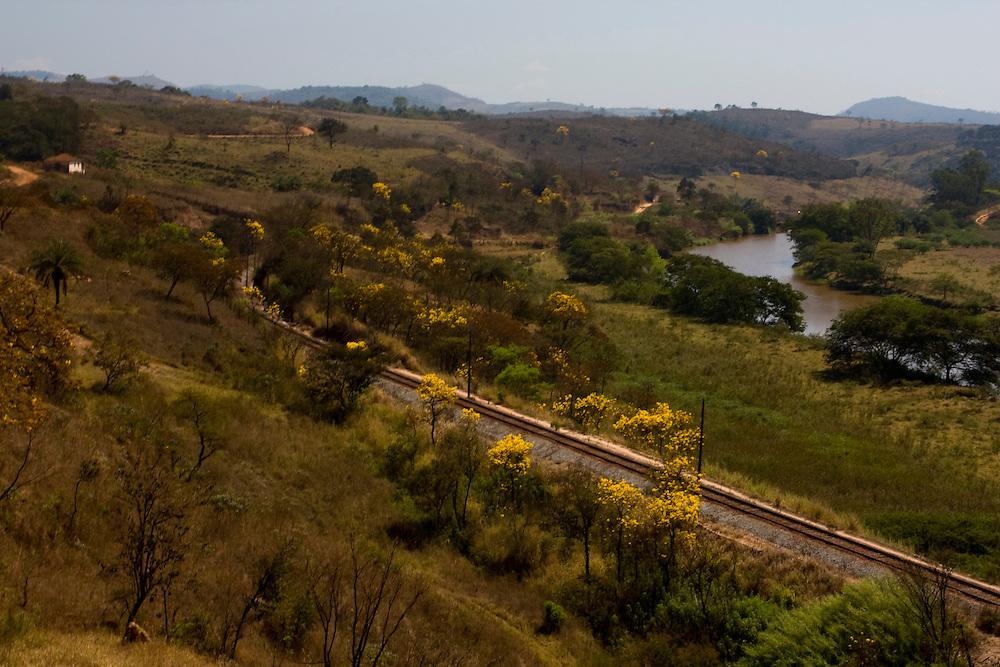 Jeceaba_MG, Brasil...Estrada de ferro em Jeceaba, Minas Gerais...The railroad in Jeceaba, Minas Gerais...Foto: LEO DRUMOND / NITRO