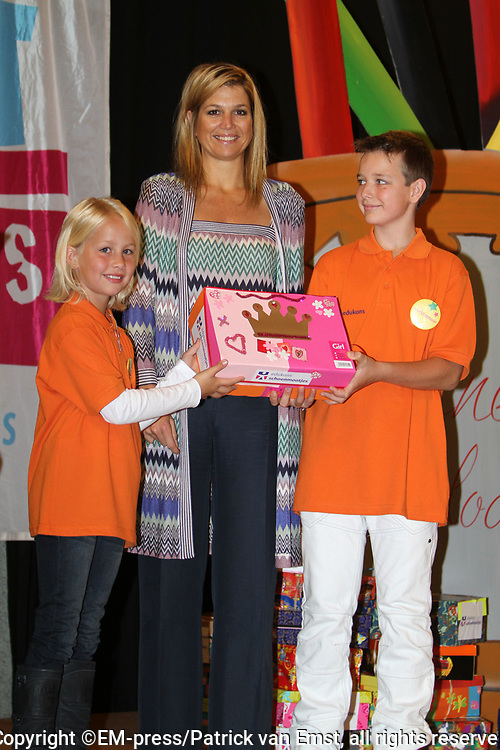 Princess Máxima launches Shoe buddies from Edukans<br /> <br /> <br /> Her Royal Highness Princess Máxima of the Netherlands will start Edukans Shoe buddies on Bavinck School in The Hague. Shoe buddies is an project involving children in the Netherlands a shoebox filled with toys and school supplies for children in developing countries.<br /> <br /> Shoe buddies is one of the schools programs of Edukans, the development agency for education. In the last fifteen years, more than two million children in developing countries a shoebox gift for a child received in the Netherlands.<br /> This day  Dutch  children learning to share and raise their awareness of the fact that not every child in this world goes to school.