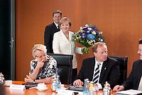 21 JUL 2010, BERLIN/GERMANY:<br /> Guido Westerwelle (L), FDP, Bundesaussenminister, und Angela Merkel, CDU, Bundeskanzlerin, mit einem Blumenstrauss fuer den scheidenden Regierungssprecher Wilhelm, vor Beginn der Kabinettsitzung, Bundeskanzleramt<br /> IMAGE: 20100721-01-027<br /> KEYWORDS: Kabinett, Sitzung, Blumen