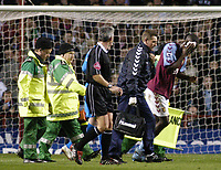 Fotball<br /> Premier League England 2004/2005<br /> Foto: SBI/Digitalsport<br /> NORWAY ONLY<br /> <br /> 22.11.2004<br /> <br /> Aston Villa v Tottenham Hotspur<br /> FA Barclays Premiership, Villa Park<br /> <br /> Aston Villa's Carlton Cole (R) holds a bandage to his head after receiving treatment for a cut.