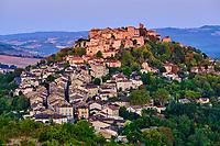 France, Tarn (81), Cordes-sur-Ciel, village médiéval bâti sur le puech de Mordagne // France, Tarn (81), Cordes-sur-Ciel, medieval village built on the puech de Mordagne