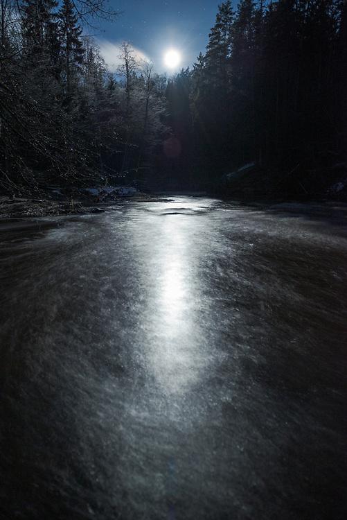 Fool moon lights a path over River Amata in cold winter night, Gauja National Park (Gaujas Nacionālais parks), Latvia Ⓒ Davis Ulands | davisulands.com