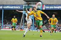 FREDDY EASTWOOD BEATSADAM DURY TO THE BALL-FRIENDLY SOUTHEND V NORWICH-23 JULY 2005-PIC BY KIERAN GALVIN / COLORSPORT