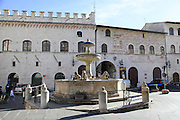 Italy, Umbria, Assisi, old town, fountain on the Piazza del Comune