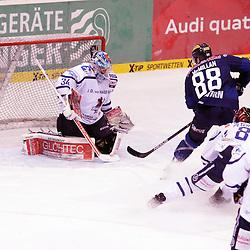 88 Brandon McMillan (Spieler ERC Ingolstadt) Scheitert an 34 Chet Pickard (Torhueter Iserlohn Roosters)<br /> mit auf dem Bild 78 Mike York (Spieler Iserlohn Roosters) und 8 Nicholas Petersen (Spieler Iserlohn Roosters) beim Spiel in der DEL, ERC Ingolstadt (blau) - Iserlohn Roosters (weiss).<br /> <br /> Foto © PIX-Sportfotos *** Foto ist honorarpflichtig! *** Auf Anfrage in hoeherer Qualitaet/Aufloesung. Belegexemplar erbeten. Veroeffentlichung ausschliesslich fuer journalistisch-publizistische Zwecke. For editorial use only.