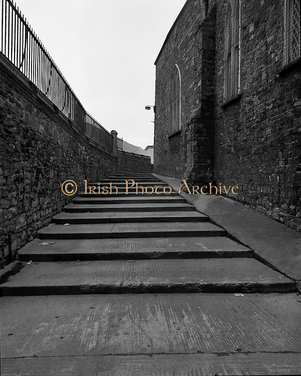 Views of Old Dublin 14/02/1976.02.14.1976.14th February 1976.Photograph of an old lane in Dublin City.