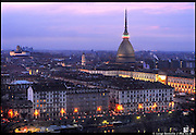 La Mole Antonelliana cinta dal tricolore in occasione della Notte Tricolore per le celebrazioni per il 150° dell'Unità di Italia a Torino.