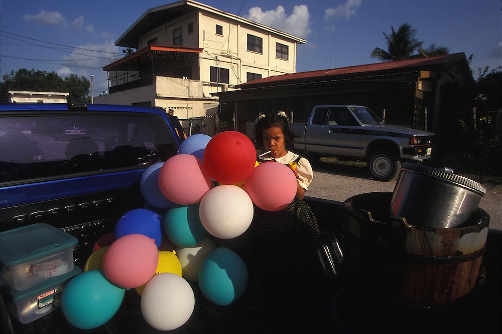 BELIZE / Orange Walk / Girl with balloons...© JOAN COSTA