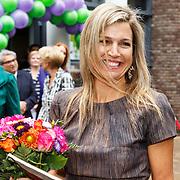 NLD/Amsterdam/20150916 - Koningin Maxima bezoekt instrumentendepot van het leerorkest in Amsterdam, Koningin Maxima