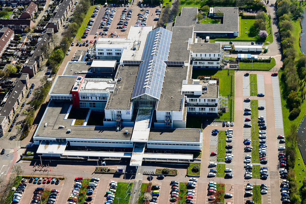 Nederland, Noord-Holland, Gemeente Purmerend, 20-04-2015; Waterland ziekenhuis, regionaal ziekenhuis in wijk De Gors.<br /> Country hospital.<br /> luchtfoto (toeslag op standard tarieven);<br /> aerial photo (additional fee required);<br /> copyright foto/photo Siebe Swart