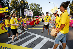 August 4, 2018 - Krakow, Poland - Spectators are waiting for cyclists to arrive at the finish line of fists stage of Tour the Pologne in Krakow, Poland on August 4, 2018. (Credit Image: © Dominika Zarzycka/NurPhoto via ZUMA Press)