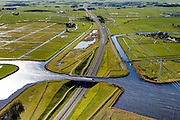 Nederland, Friesland, Leeuwarden, 28-02-2016; Aquaduct Langdeel, A31 (de Waldwei), ten zuiden van Leeuwarden bij de wijk Zuiderburen. <br /> Aqueduct, south of Leeuwarden.<br /> luchtfoto (toeslag op standard tarieven);<br /> aerial photo (additional fee required);<br /> copyright foto/photo Siebe Swart
