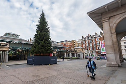 © Licensed to London News Pictures. 06/11/2020. LONDON, UK. The Christmas tree has been installed in a quiet Covent Garden on day 2 of the second day of lockdown in England imposed by the UK government.  Restrictions are expected to last until 2 December in an attempt to control the spread of the ongoing coronavirus pandemic.  Photo credit: Stephen Chung/LNP
