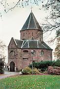 Nederland, Nijmegen, 12-10-2017 De Sint Nicolaaskapel op het valkhof, valkhofpark . Het is een stadspark met de resten van de burcht, palz, van Karel de Grote . De Karolingische kapel deel uitmakend van de verdwenen palz. Foto: ANP/ Hollandse Hoogte/ Flip Franssen