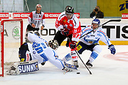 04.April 2012; Rapperswil-Jona; Eishockey - Schweiz - Finnland;<br />  Roman Wick (SUI) scheitert an Torhueter Joni Ortio (FIN)  (Thomas Oswald)