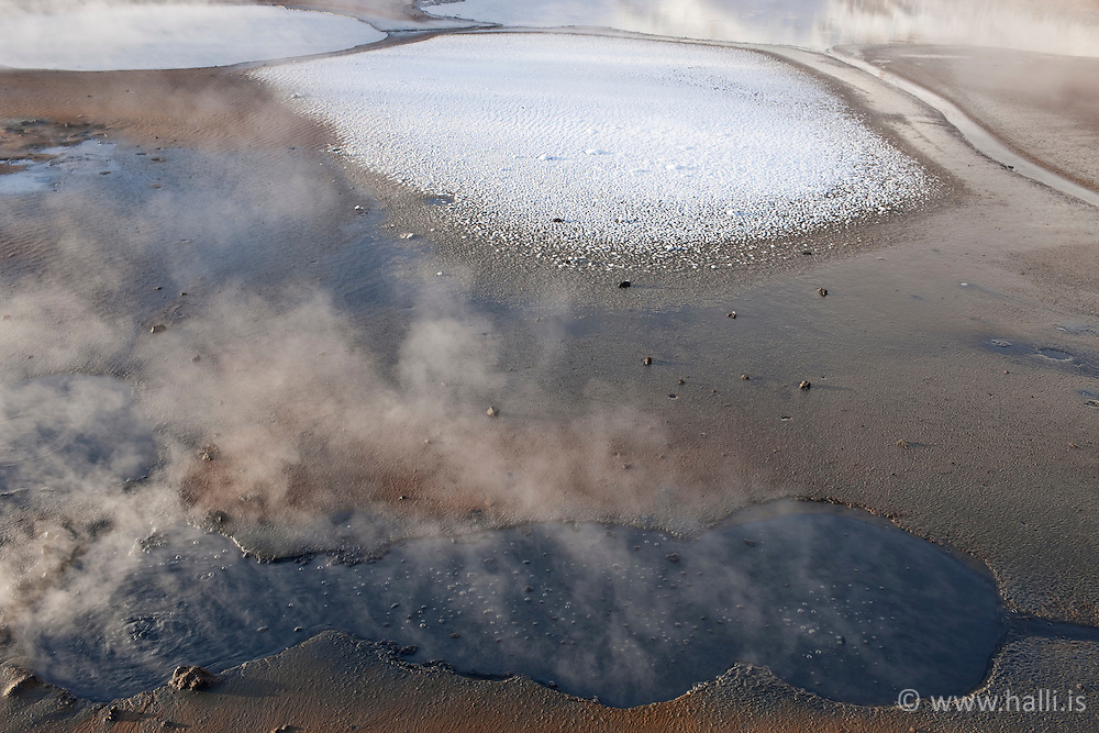 Hot and cold meets, Geothermal area in Krysuvik, Iceland - Jarðhitasvæði við Krýsuvík