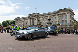 © Licensed to London News Pictures. 09/06/2017. LONDON, UK.  THERESA MAY, the British Prime Minister's car leaves Buckingham Palace after a meeting with Her Majesty the Queen.  Photo credit: Vickie Flores/LNP