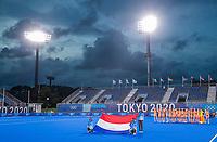 TOKIO -  Line up met wolkenlucht in het South Stadion OI tijdens de hockeywedstrijd dames, Nederland-Groot Brittannië (1-0) ,   tijdens de Olympische Spelen van Tokio 2020  .  COPYRIGHT KOEN SUYK