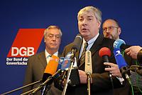 05 MAR 2002, BERLIN/GERMANY:<br /> Dieter Schulte (L), Vorsitzende des DBG, und Michael Sommer (vorn), Stellv. Vorsitzender der Gewerkschaft ver.di, waehrend einer Pressekonferenz zur bekanntgabe seiner Kandidatur als Vorsitzender des Deuschen Gewerkschaftsbundes, DGB<br /> IMAGE: 20020305-01-003<br /> KEYWORDS: Mikrofon, microphone